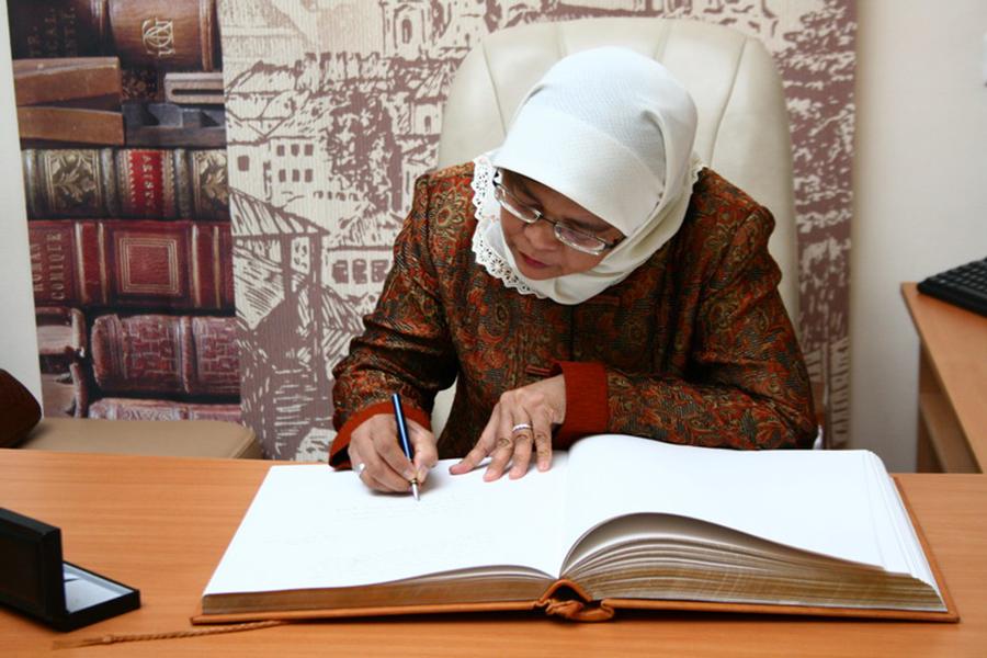 prezidentom-singapura-stala-musulmanka