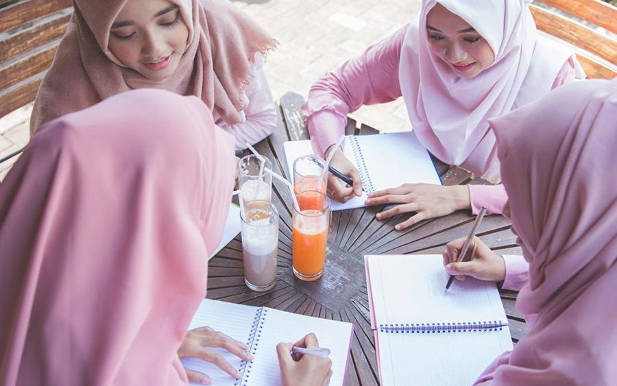 10 хадисов о достоинствах женщин